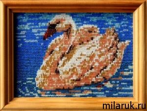 "Картина ""Лебедь"" в рамке под стеклом - вышита бисером"