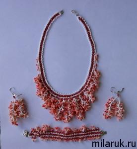 Комплект из бисера и кораллов - колье, браслет и серьги