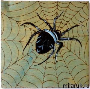 Картина выжженная по дереву - паук и паутина