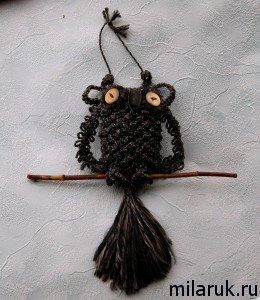 Сова, выполненная в технике плетения макраме