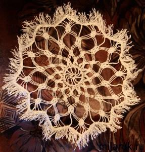 Салфетка из синтетических ниток - плетение макраме