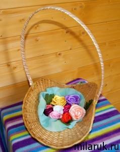 Украшение для дома - корзинка роз из атласных лент