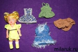 Маленькая кукла и несколько вещей для нее